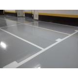 aplicação epóxi piso cinza
