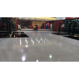 piso epóxi líquido